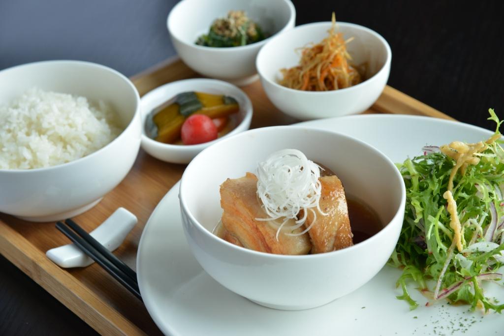 aluba lunch photo